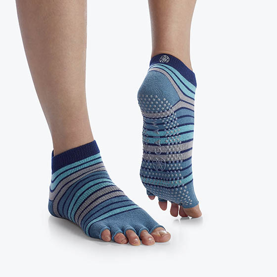 GAM-05-62917 - Gaiam Striped Toeless Yoga Socks Blue Skyline One Size Fits Most  (12)